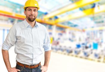 Portrait Ingenieur in der Industrie // portrait of a successful engineer in mechanical engineering in industry