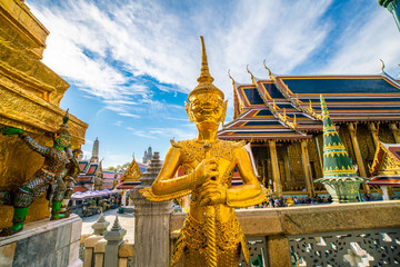 Fototapete - Emerald buddha temple golden pagoda blue sky with cloud sightseeing in Bangkok