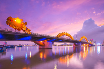 Türaufkleber Brücken Dragon Bridge in Da Nang, vietnam at night
