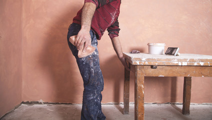 Polishing plaster walls with sponge.