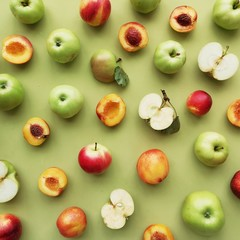 Fototapete - green apples and peaches on a green background flat layout top view. Fruits pattern.