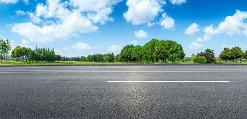 La pose en embrasure Piscine Country road and green woods nature landscape in summer