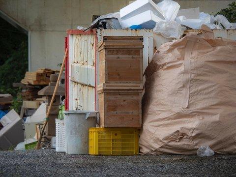 産業廃棄物置き場