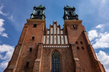 Fototapeta The red brick building of Cathedral of Saint Peter and Paul (Bazylika Archikatedralna pw. sw. Apostolow Piotra i Pawla) in Poznan obraz