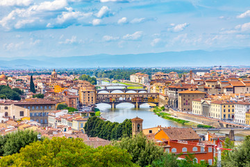historic Ponte Veccio in Florence at river Arno Fototapete