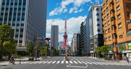 Fototapete -  Tokyo tower in the city