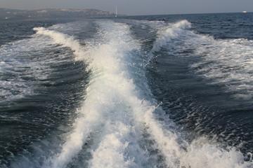 boat wake on the sea Fototapete