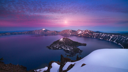 Moon rise after sunset at Crater Lake