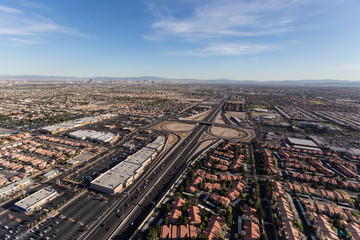 Fotobehang Las Vegas Aerial view of the route 95 freeway and suburban Summerlin homes in sprawling Las Vegas, Nevada.