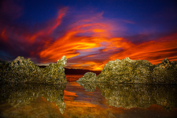 Fototapete - Amazing North Shore Oahu sunset reflected in a tide pool