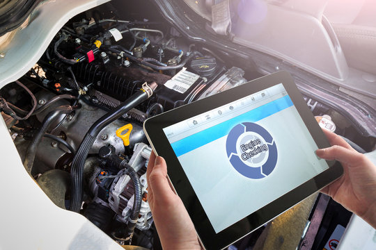Check the engine condition of the car with tablet PC.
