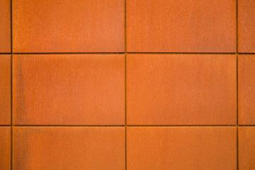 Hintergrund Fassadenplatten aus Eisenblech mit Rost im Industrie Stil - Background facade panels of sheet iron with rust in industrial style