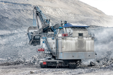 Heavy mining excavator, rock mining.