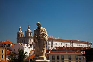 Stores à enrouleur Commemoratif Portugal, Lisbon, Graca Terrace, St Vincent Statue, Alfama district