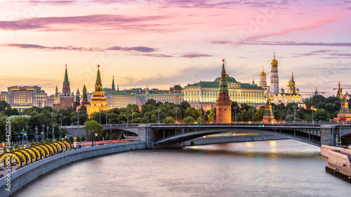 Fototapete Moscow Kremlin at Moskva River, Russia. Panorama of the Moscow old city at sunset. Nice view of ancient Moscow Kremlin in summer evening. Beautiful cityscape of the famous Moscow center at dusk.