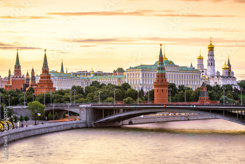 Fototapete Moscow Kremlin at Moskva River, Russia. Panorama of the Moscow old city at sunset. Scenic warm view of the ancient Moscow Kremlin in summer evening. Beautiful cityscape of the famous Moscow center.