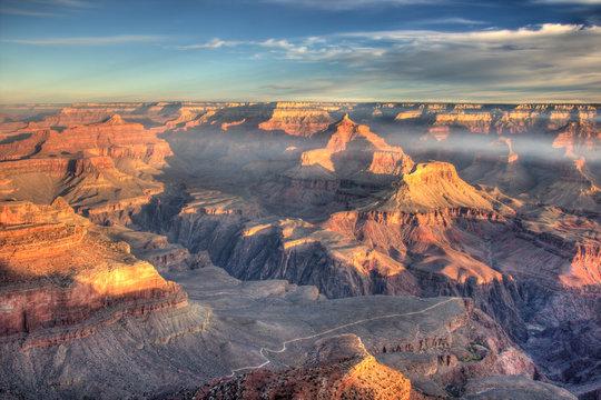 AZ, Arizona, Grand Canyon National Park, South Rim, sunrise at Yavapai Point, with view of Plateau Point trail