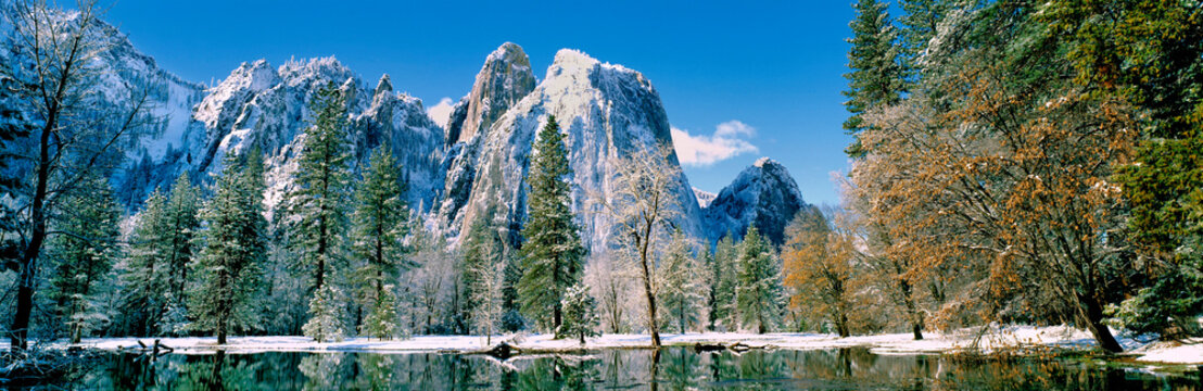 USA, California, Yosemite NP. The valley floor is dusted with snow in California's Yosemite National Park, a World Heritage Site.