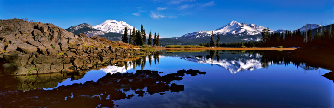 USA, Oregon, Sparks Lake. Sparks Lake reflects the South Sister and Broken Top in the Cascades Range, Oregon.