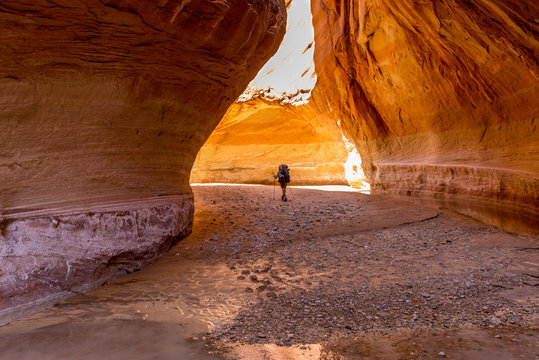 Hiking at Slide Arch in Paria Canyon, Vermillion Cliffs Wilderness, Southern Utah
