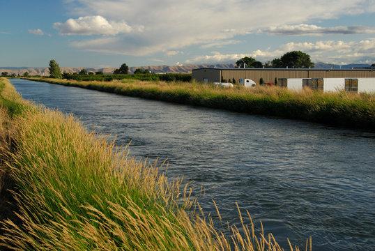 US: Washington, Columbia River Basin, Yakima irrigation canal