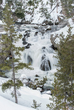USA, Wyoming, Yellowstone National Park, Firehole Falls in Winter