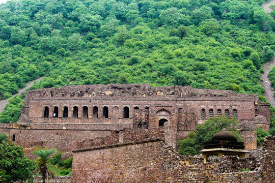 most haunted palace bhangarh fort