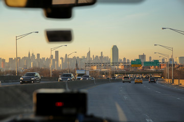Türaufkleber New York TAXI Beautiful view on the skyline of New York City as seen from the inside of a cab