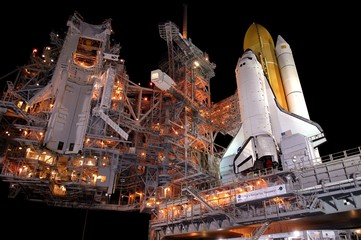 Fond de hotte en verre imprimé Univers Space Shuttle Launch Pad at Night. Elements of this image were furnished by NASA
