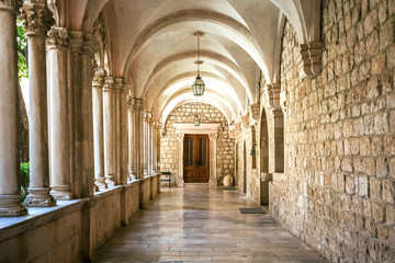 Fototapeta Courtyard with columns and arches in old Dominican monastery in Dubrovnik, Croatia