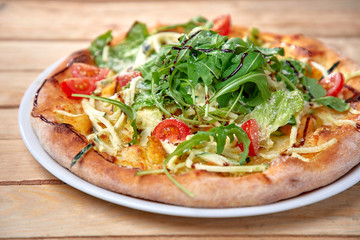 Cadres-photo bureau Pizzeria pizza with fresh vegetables on the wooden background