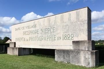Monument à la mémoire de Nicephore Niepce à Saint Loup de Varennes