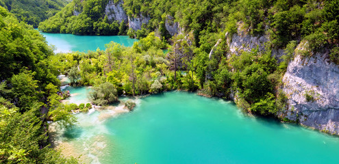 plitvice lakes in Croatia, turquoise lakes and forest