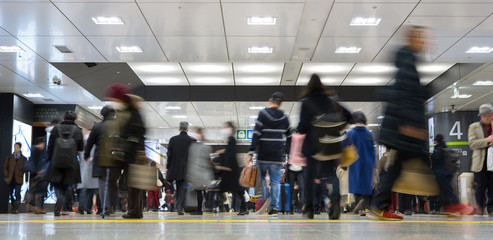 Passengers at Tokyo Railway Station 乗客が行き交う東京駅 Wall mural