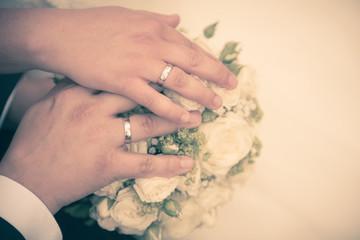 Brautstrauß und Eheringe, vintage