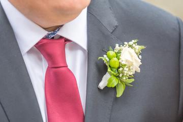 Bräutigam mit Ansteckblume