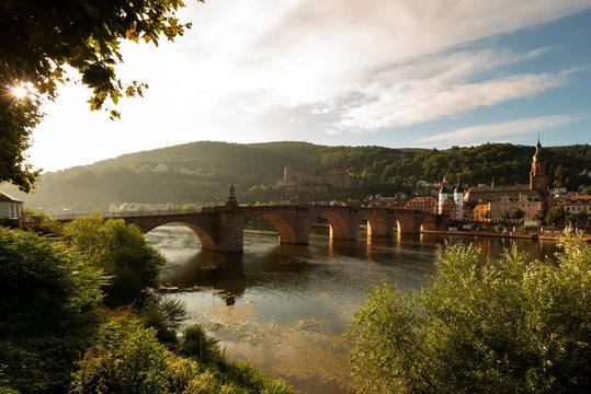 Heidelberg Panorama mit Alter Brücke, Schloß und Altstadt in Sonnen Morgenlicht