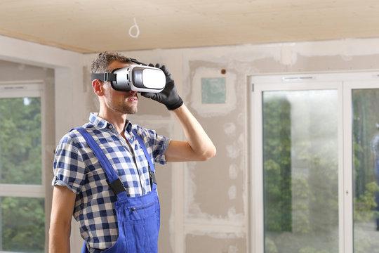 Bauarbeiter bzw Bauherr mit VR Brille