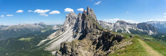 panorama sur les célèbres montagnes de seceda dans les dolomites