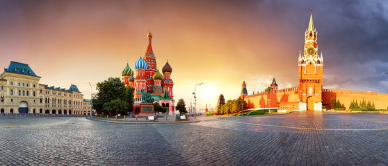 Fotobehang Moskou Panorama in Moscow at sunrise, Red square with saint Basil in Russia