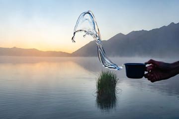 Tasse und Sonnenaufgang