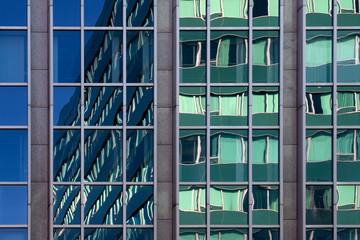 Fassade aus Glas und Stahl