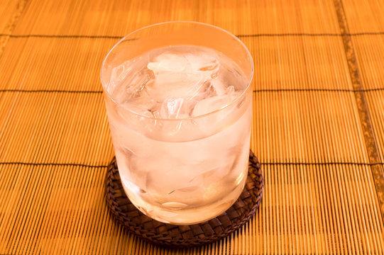 冷たいグラスの飲み物