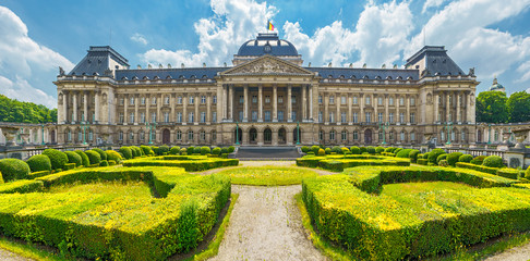 Tuinposter Brussel Royal Palace in City of Brussels in Belgium at sunny summer day