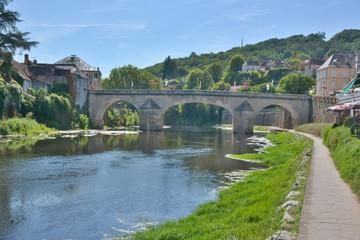 Pont sur la rivière la vézère à MONTIGNAC