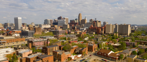 Fotomurales - Beautiful Sunny Day over The Downtown Urban Center of Cincinnati Ohio
