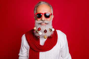 Portrait of cheerful pensioner in eyewear eyeglasses smiling wearing white sweater isolated over red background Fotoväggar