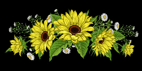 Sunflowers and wild flowers. Flower garland. Fototapete