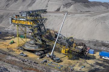 Absetzer und Schaufelradbagger im Tagebau Lausitz in Senftenberg