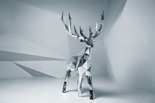 Low poly mirror 3D deer model. Studio shot